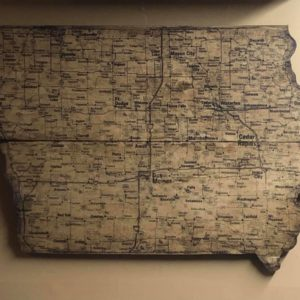 "Iowa map on 3/4"" pine wood – 2 sizes available"