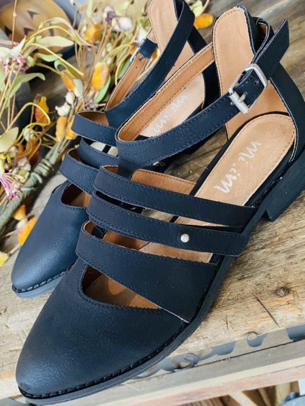 Woman's Black Vintage Flats