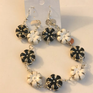 Black & White Garden 7.5 – Matching Bracelet & Earrings