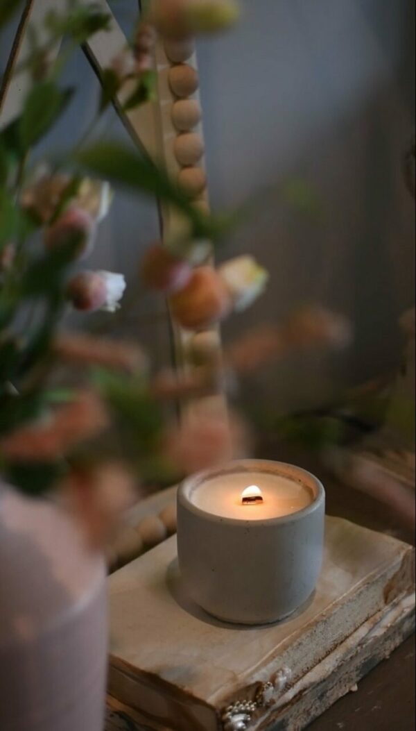 Flowers for Mama Candle