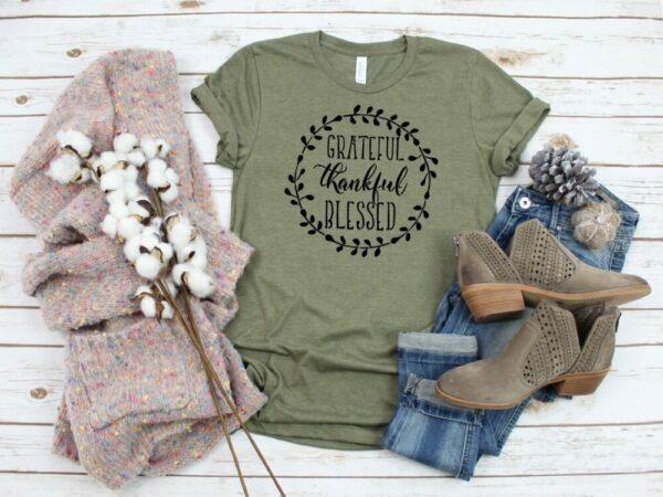 Grateful Thankful Blessed Wreath Detail Tee