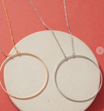 Short O Pendant Necklace